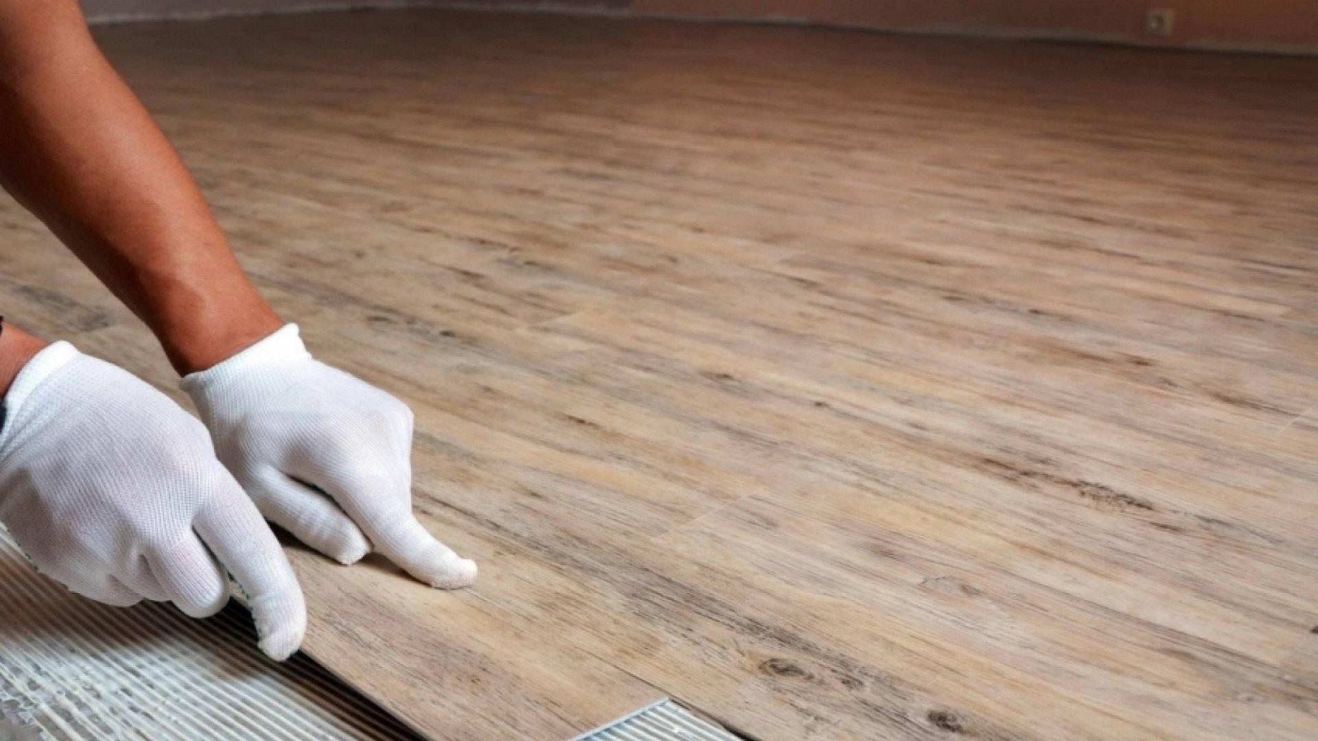 Укладка кварцвиниловой плитки на клей